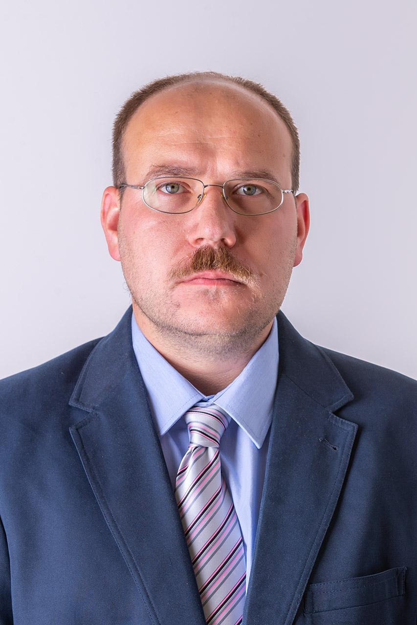 Dr. Fenyvesi Dániel